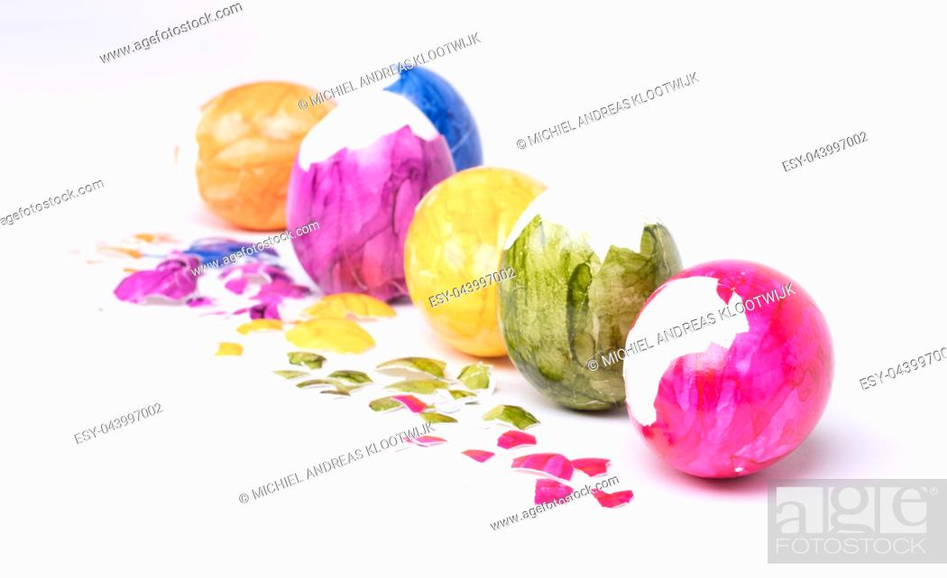 Photo de stock: Painted eggs, easter - Isolated on a white background.