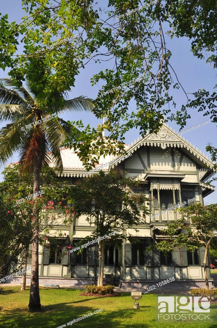 Stock Photo: Bangkok (Thailand): old teakwood building in the Vimanmek Mansion's complex.