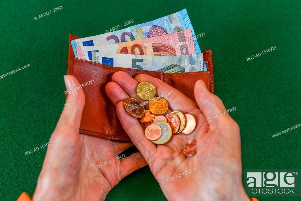 Stock Photo: Rente, Seniorin, Haende, Geld, Portemonnaie.