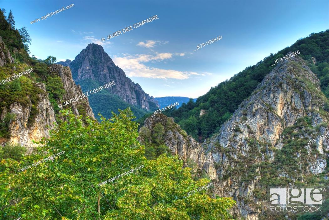 Stock Photo: Tarna Mountain Pass. Redes Natural Park and Biosphere Reserve. Caso Council. Asturias. Spain.