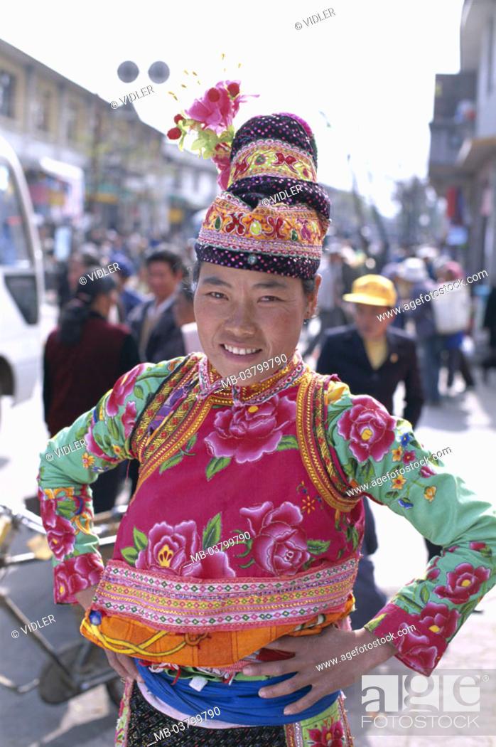 Stock Photo: China, province Yunnan, Dali, Bai-Frau, Folklore clothing, headgear,  Half portrait Asia, Eastern Asia, national minority, people group, people trunk, bay trunk.