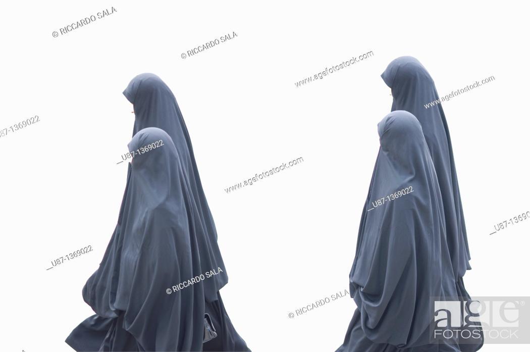 Stock Photo: Turkey, Istanbul, Woman in Burkha.