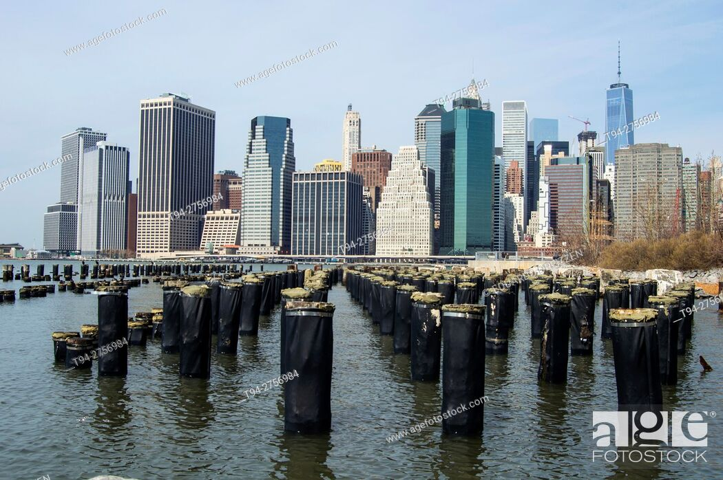 Stock Photo: Downtown Manhattan skyline from the Brooklyn Bridge Park.