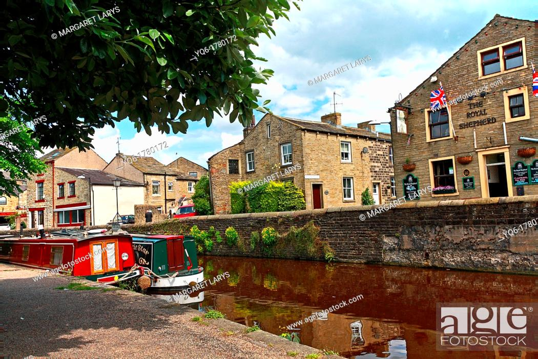 Stock Photo: Skipton also known as Skipton-in-Craven is a market town and civil parish in the Craven district of North Yorkshire, England  It is located on the course of the.