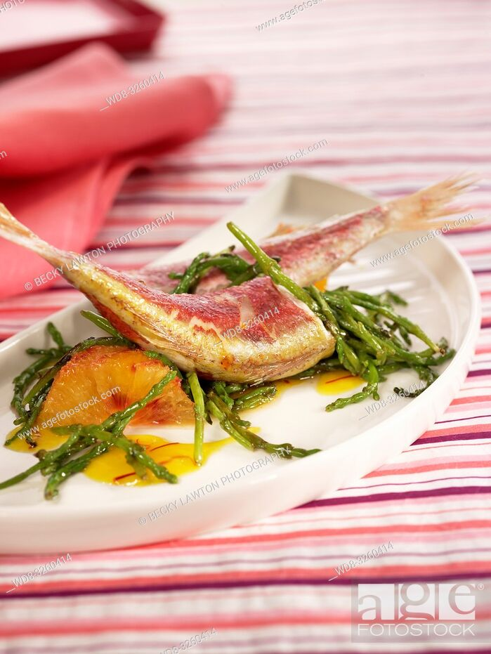 Imagen: salmonetes con algas, naranja y azafran.
