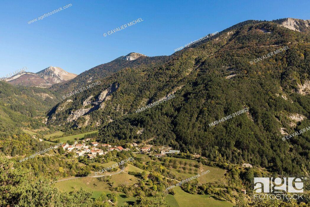 Stock Photo: France, Drome, Parc Naturel Regional du Vercors (Natural regional park of Vercors), the town Nonnieres.
