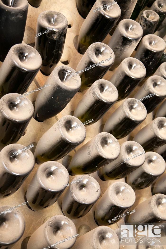 Photo de stock: bottles of wine.