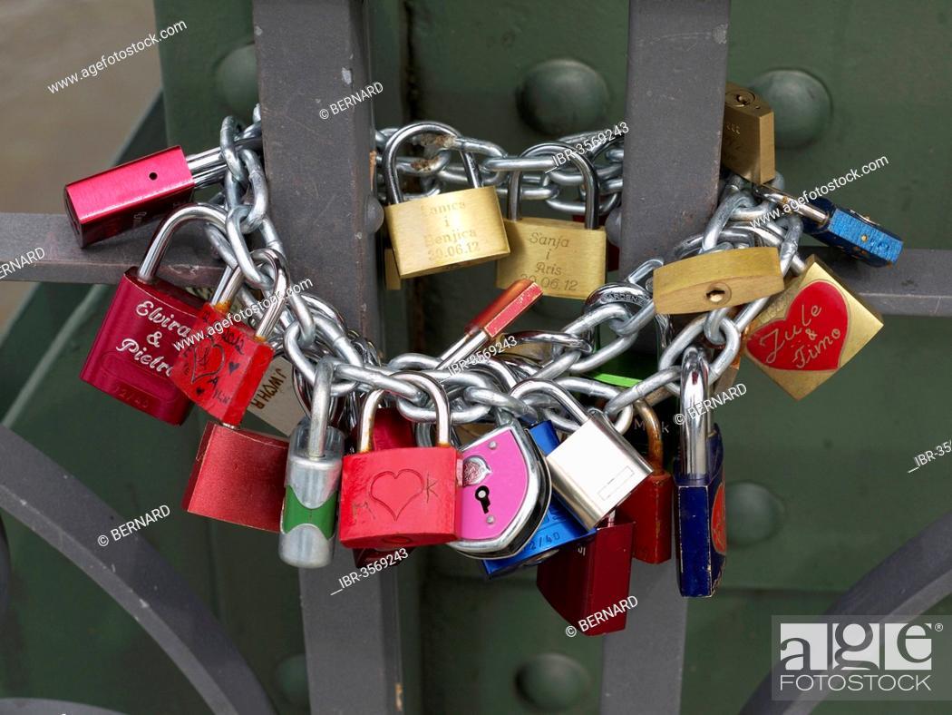 Stock Photo: Love locks, Eiserner Steg bridge.