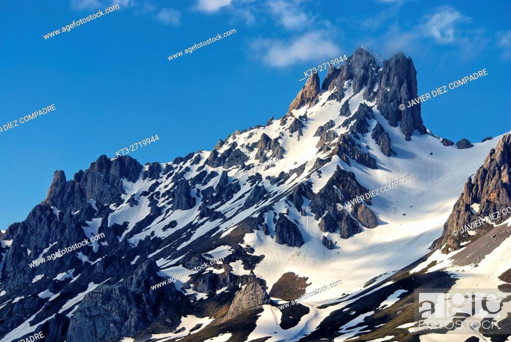 Stock Photo: Torre del Friero (2445 m). Central Massif. Valdeon Valley. Picos de Europa National Park. Leon Province. Castilla y Leon. Spain.