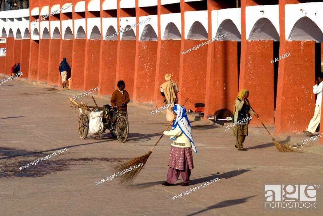 Stock Photo: India, Haryana, Kurukshetra, Thanesar, Brahma Sarovar.