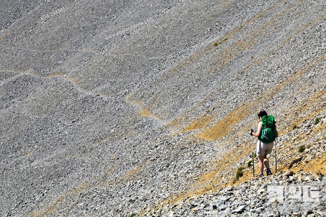 Stock Photo: Trekkers near Collado del Ibón. Macizo de Cotiella. Valle de Gistaín. Pyrenees Mountains. Huesca Province. Aragón. Spain.