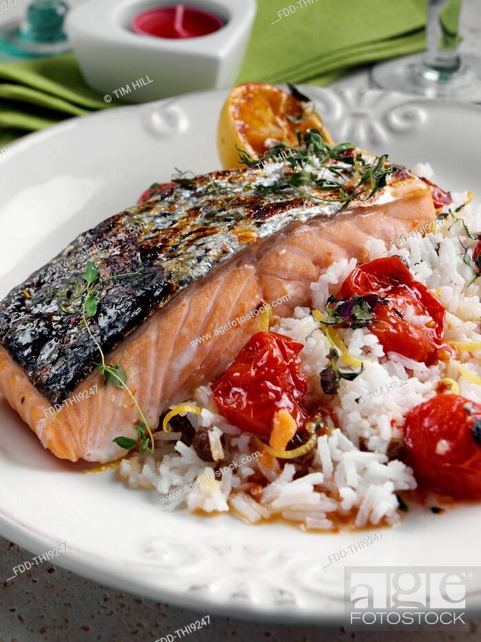 Imagen: Roasted Salmon with cherry tomatoes and coconut rice.