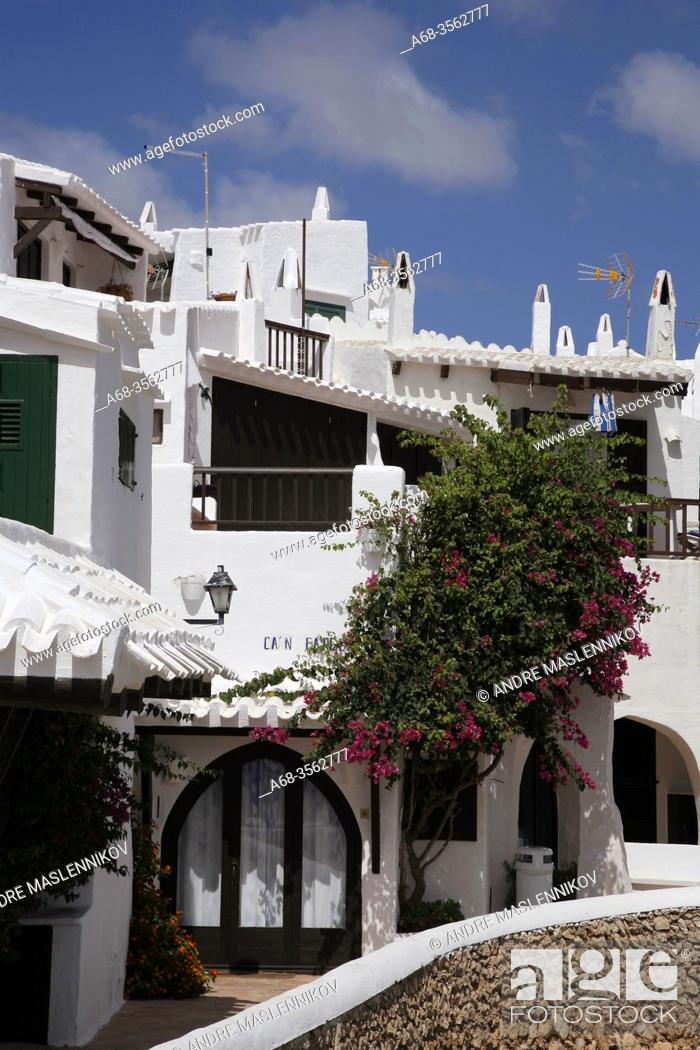 Imagen: The white district of Binibeca, Menorca, Spain. Photo: André Maslennikov.
