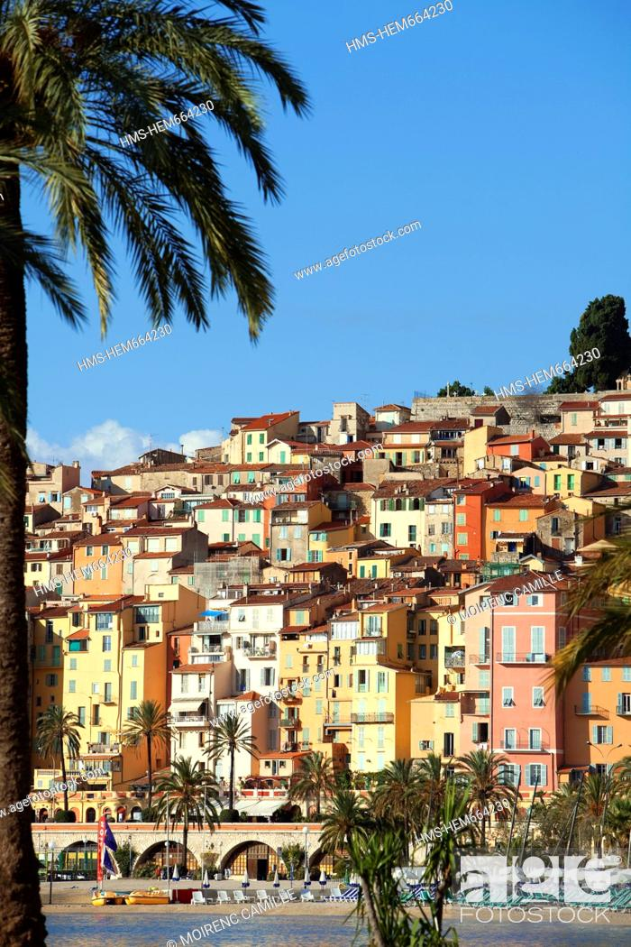 Stock Photo: France, Alpes Maritimes, Menton, the beach, the old city in the background.