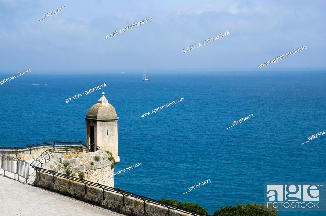 Imagen: Monaco coast, Tower on the waterfront of the Prince's Palace, Cote d'Azur.