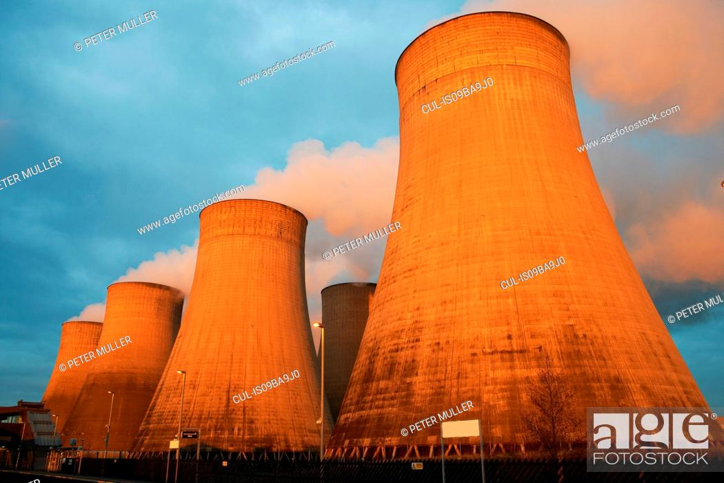 Stock Photo: Cooling towers at power plant, Derby, United Kingdom, Europe.