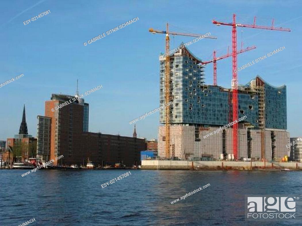 Stock Photo: HafenCity und die Elbphilharmonie.