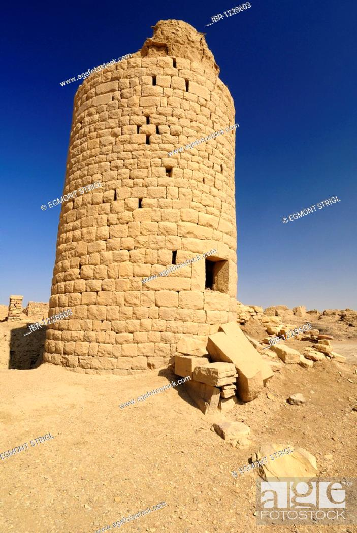 Stock Photo: Ruin of a watchtower in the antique city of Baraqish on the Incense Route, Yemen, Arabia, Southwest Asia.