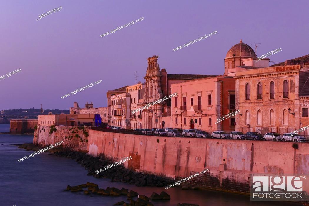 Imagen: Syracuse, Sicily, Italy Ortygia island at dawn.