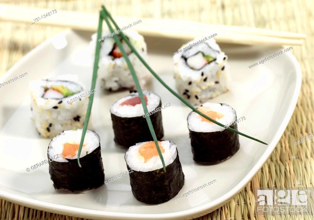 Stock Photo: SUSHI MAKIZUSHI, JAPANESE FOOD.