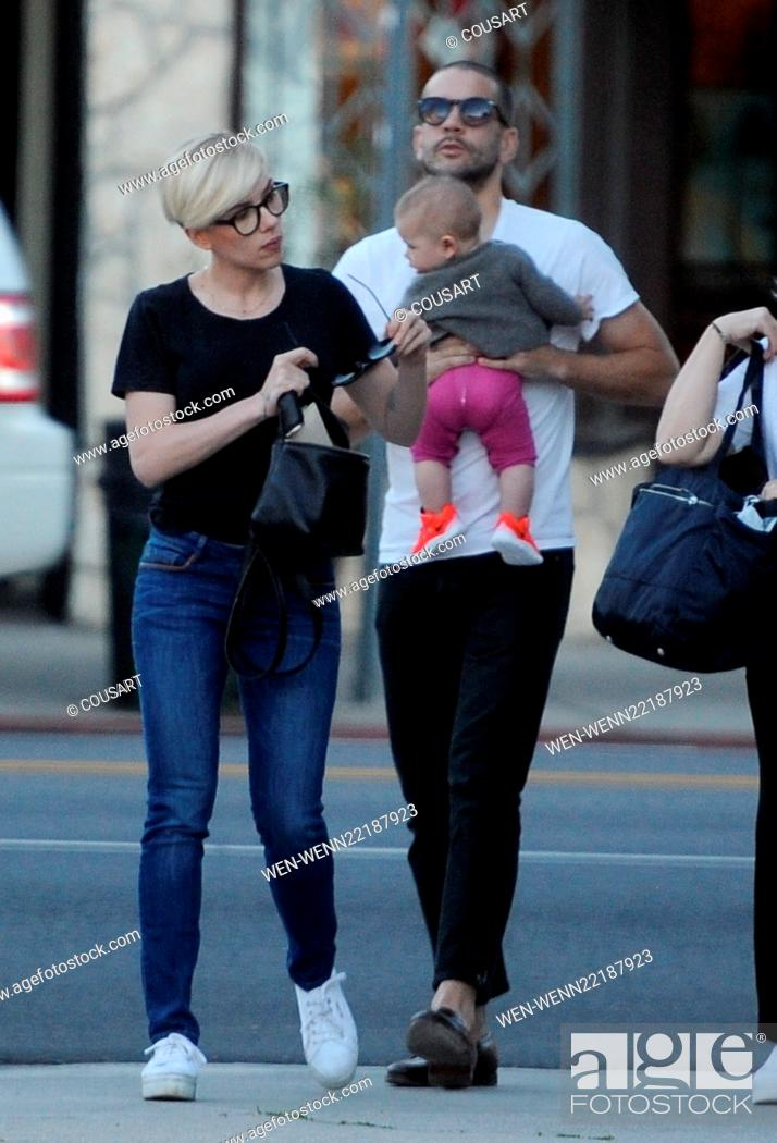 Scarlett Johansson Spends Valentine S Day With Husband Romain Dauriac And Daughter Rose Stock Photo Picture And Rights Managed Image Pic Wen Wenn22187923 Agefotostock