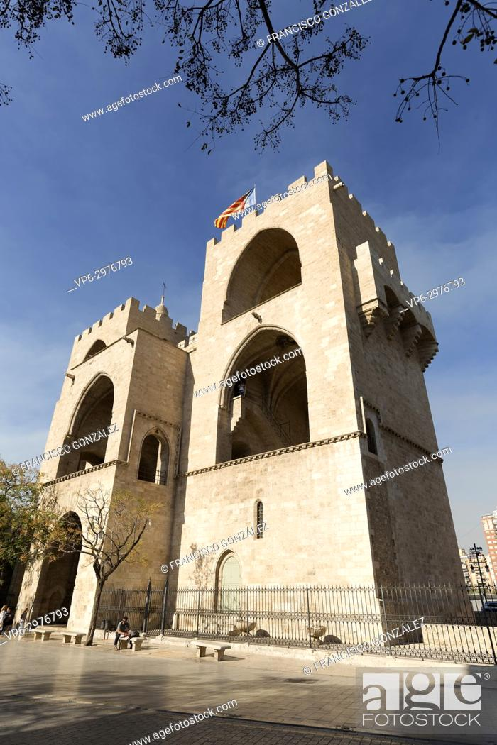 Photo de stock: Valencia Spain. October 25, 2017: Towers of Serranos is one of the twelve gates that guarded the old Christian wall of the city of Valencia, Spain.