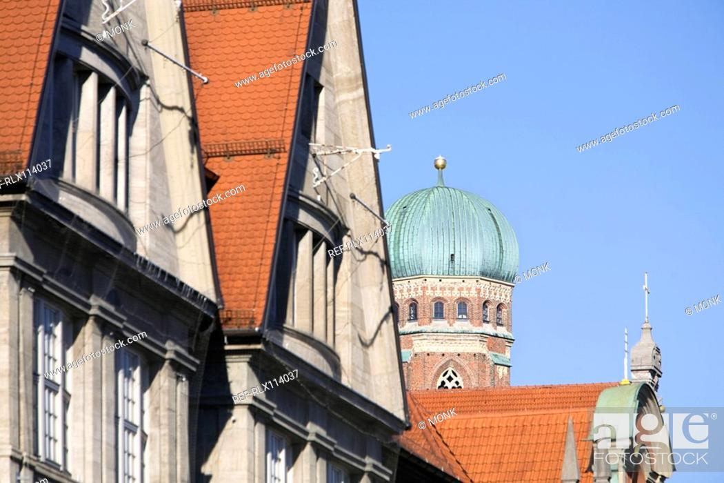 Stock Photo: Roof tops of old town with Frauenkirche church tower, Munich, Germany.