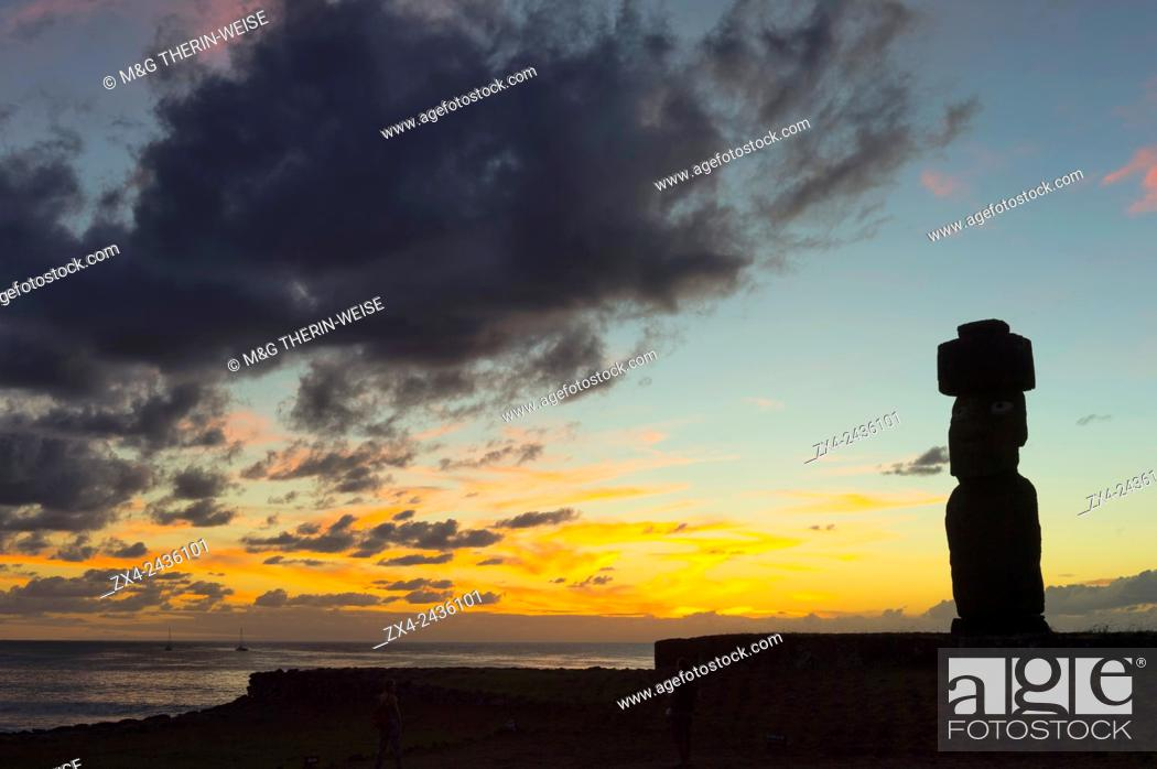 Stock Photo: Tahai ceremonial complex at sunset, Hanga Roa, Rapa Nui National Park, Easter Island, Chile, Unesco World Heritage.