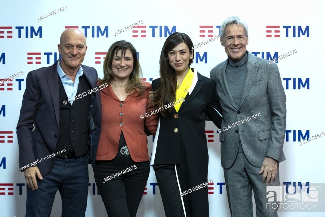 Imagen: Teresa De Santis with Claudio Bisio, Virginia Raffaele and Claudio Baglioni in the Press Room of the 69th Sanremo Music Festival.