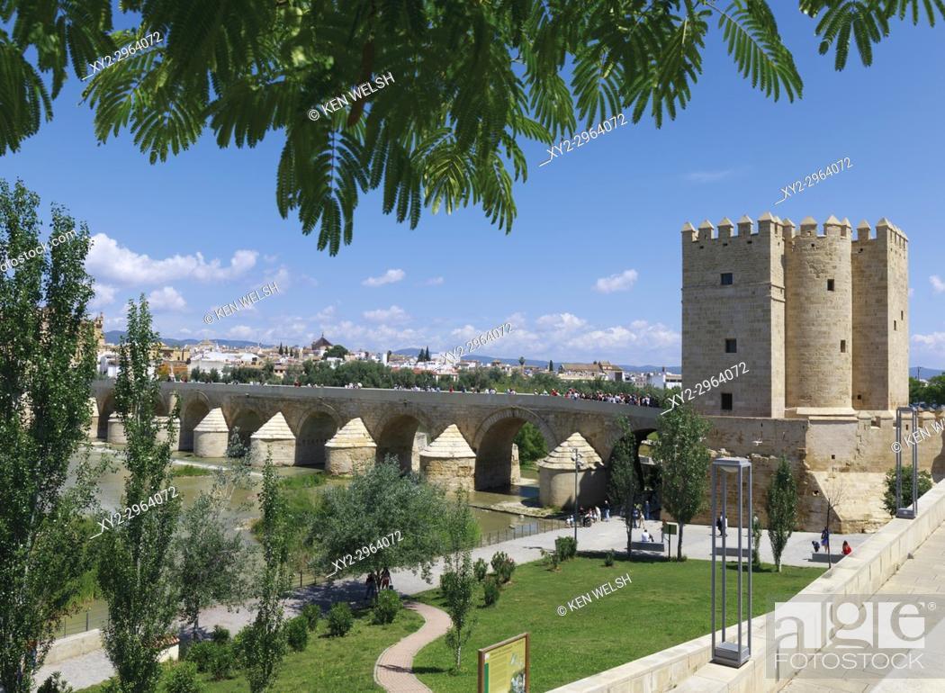 Imagen: Cordoba, Cordoba Province, Andalusia, southern Spain. Torre de Calahorra and the Roman bridge. The historic centre of Cordoba is a UNESCO World Heritage Site.