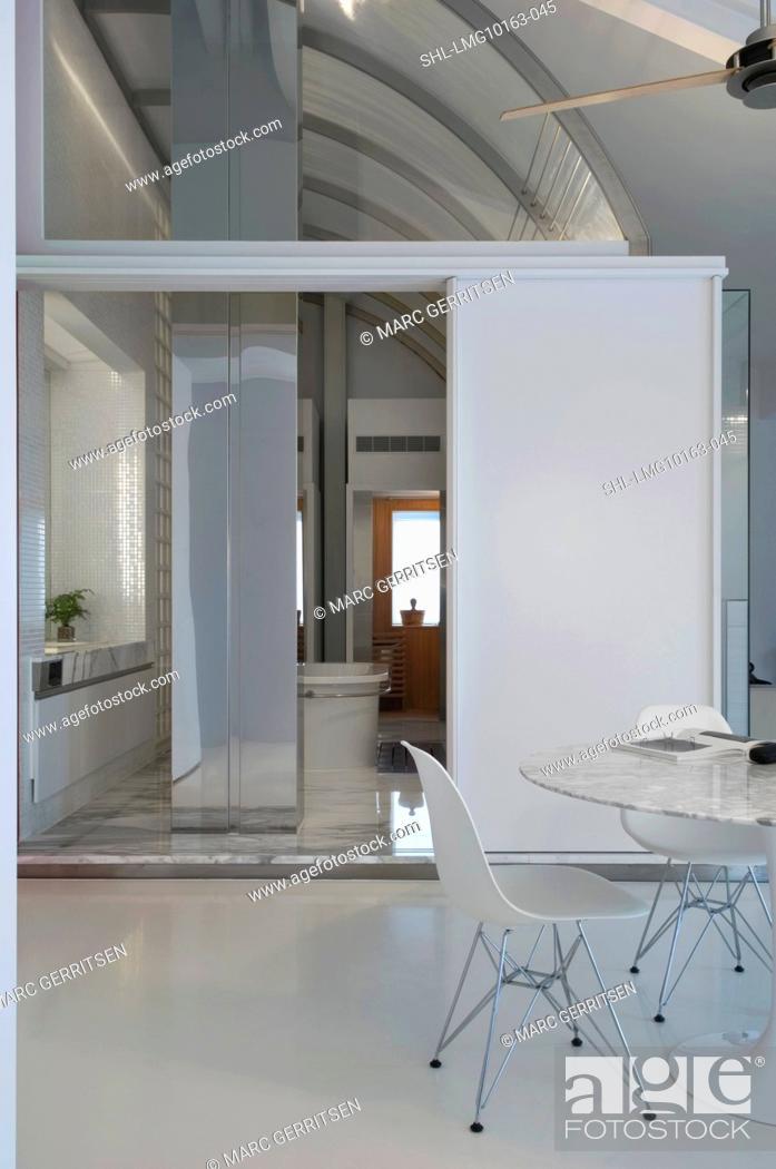 Imagen: White dining table in modern home.