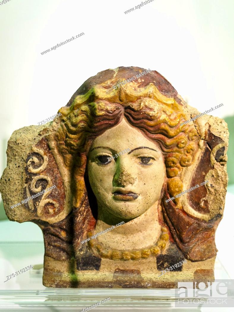 Imagen: Antefixes with head of Maenad original model created by the workshops of Falerii around the middle of the fourth century BC - National Etruscan Museum of Villa.