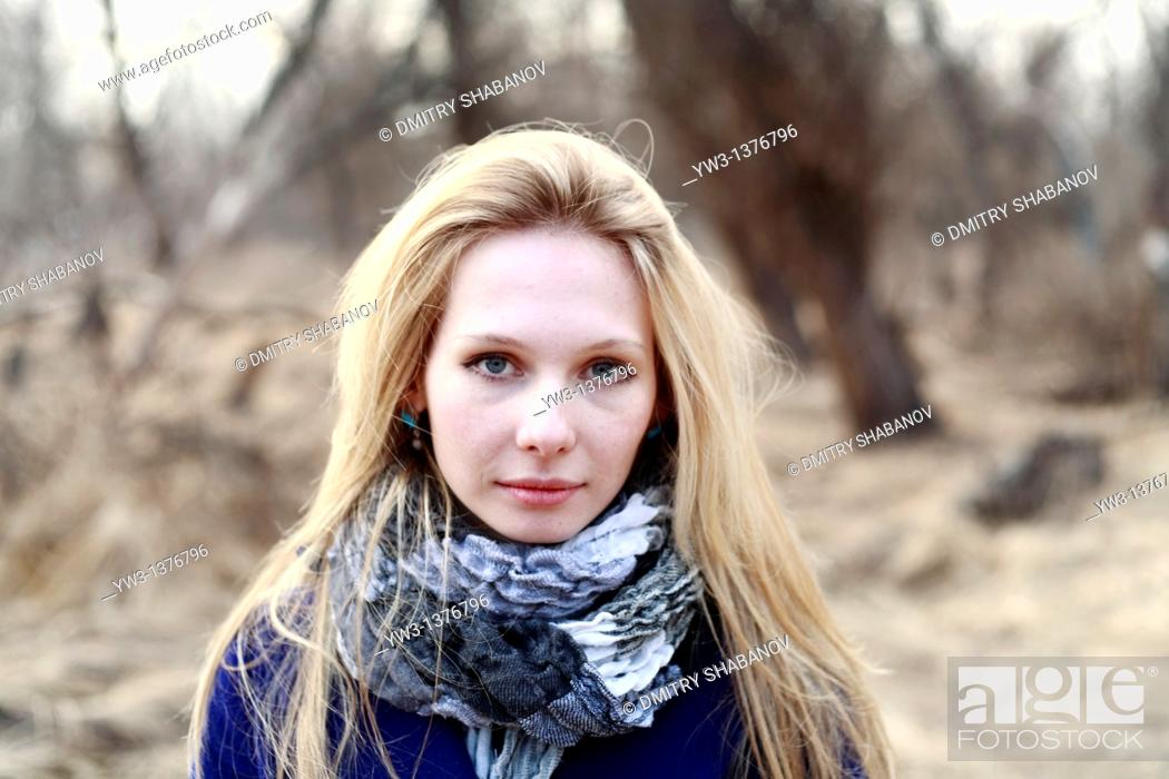 Stock Photo: Portrait of beautiful woman in autumn.