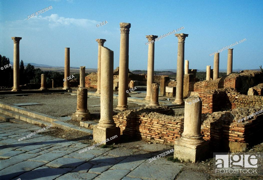 Stock Photo: Algeria - Timgad (called Thamugadi by the Romans, UNESCO World Heritage List, 1982), Roman colonial town founded by the Emperor Trajan around 100 A.D.