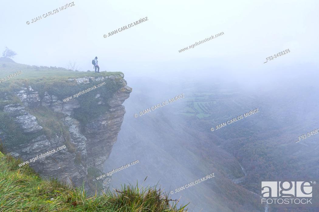 Imagen: Lookout, Salto del Nervion, Nervion river, Berberana, Burgos, Castilla y Leon, Bizkaia, Basque Country, Spain, Europe.