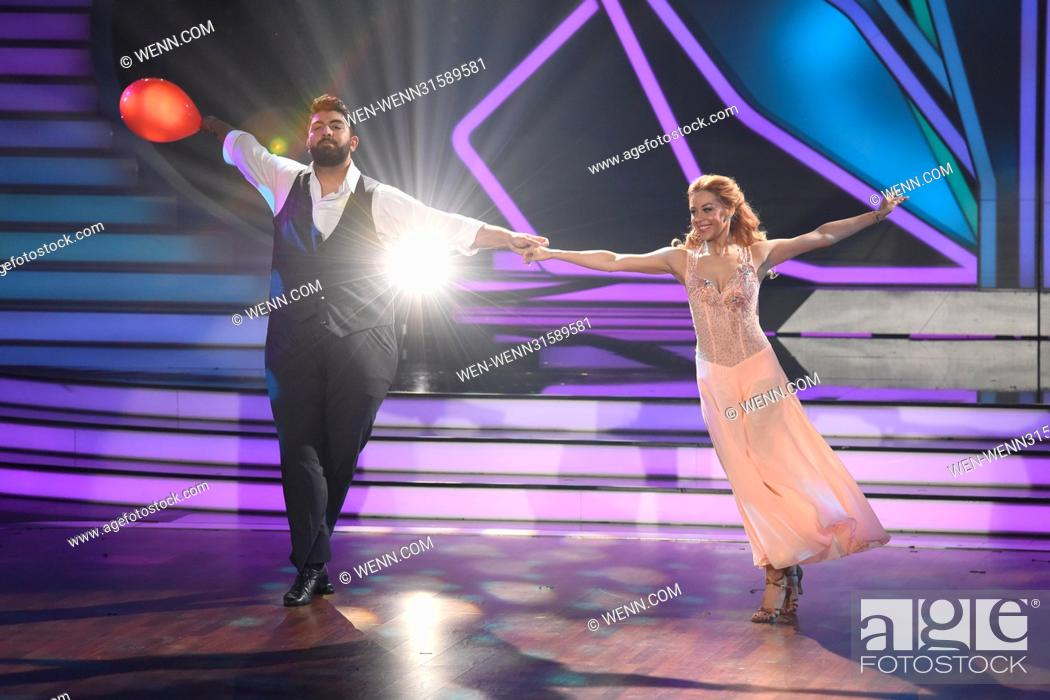 Photo de stock: German RTL Live TV Show 'Let's Dance' at MMC Studios. Featuring: Faisal Kawusi, Oana Nechiti Where: Cologne, Germany When: 26 May 2017 Credit: WENN.