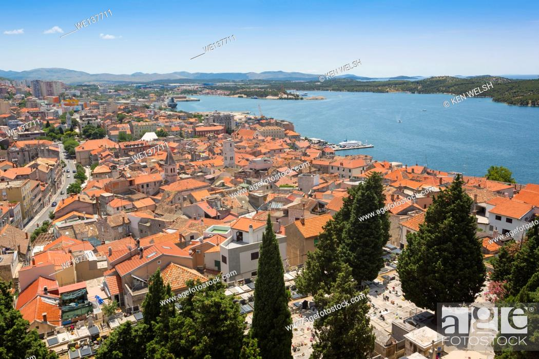 Imagen: Sibenik, Sibenik-Knin County, Dalmatia, Croatia. Overall views of the town.