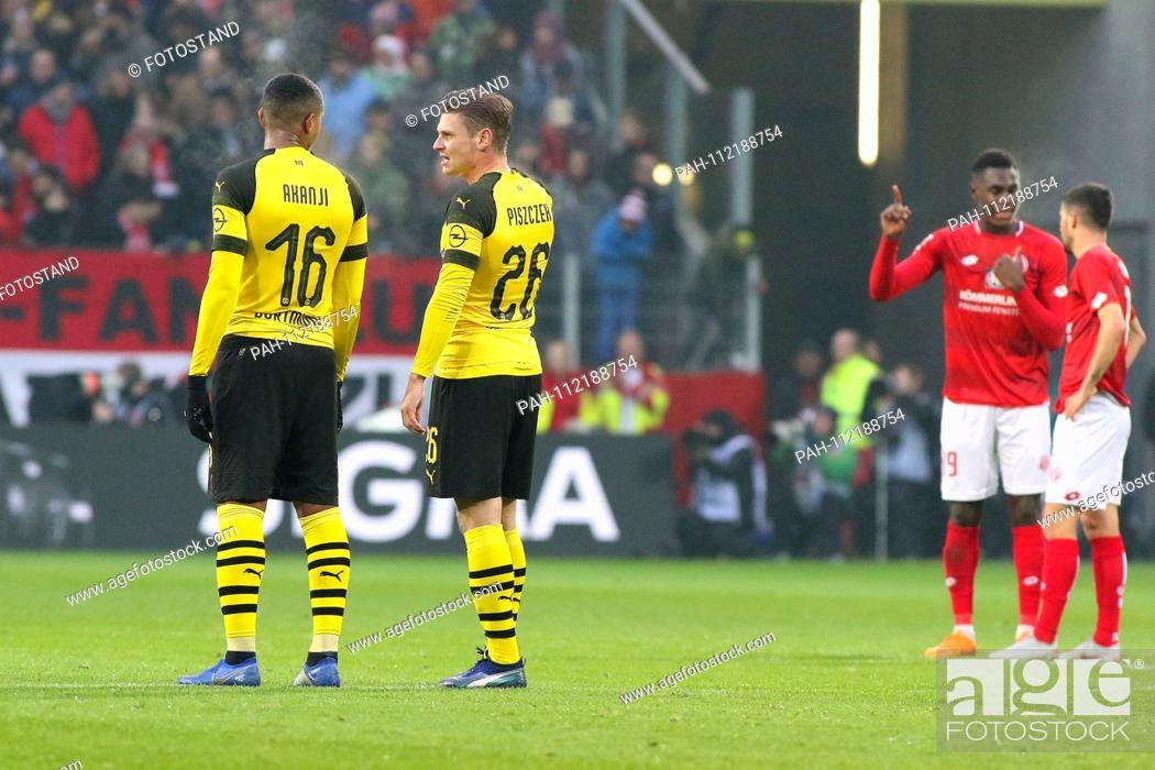 Stock Photo: Mainz, Germany November 24, 2018: 1. BL - 18/19 - FSV FSV FSV Mainz 05 vs. Bor. Dortmund v.li. Manuel Akanji (Dortmund) in conversation with Lukasz Piszczek.