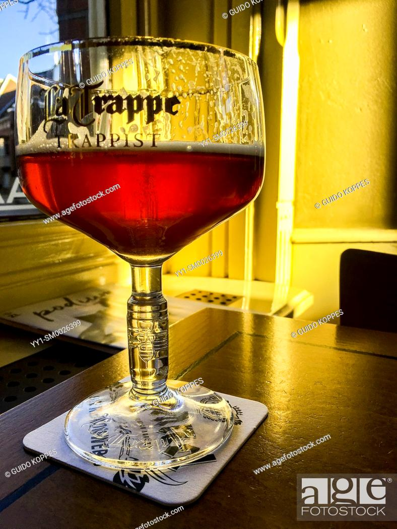 Imagen: Tilburg, Netherlands. A glass of craftbeer, plus the very first sunlight inside a cafe, equals joy and happiness.