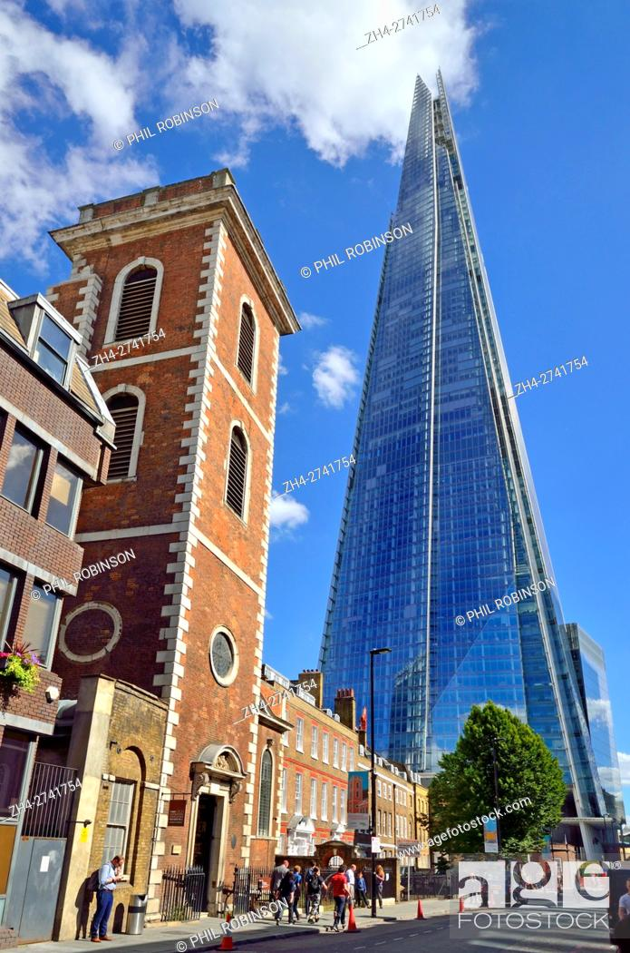 Photo de stock: London, England, UK. The Shard (London Bridge) and the Old Operating Theatre Museum (left) in St Thomas Street.