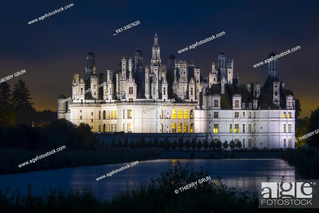 Stock Photo: France, Loir-et-Cher (41), Chambord (Unesco World Heritage), royal castle from Renaissance period illuminated by night, viewed from the canal Le Cosson.