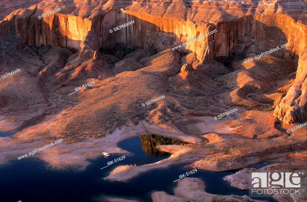 Stock Photo: USA Utah Lake Powell Glen Canyon National Recreation Area Romana Mesa houseboat.