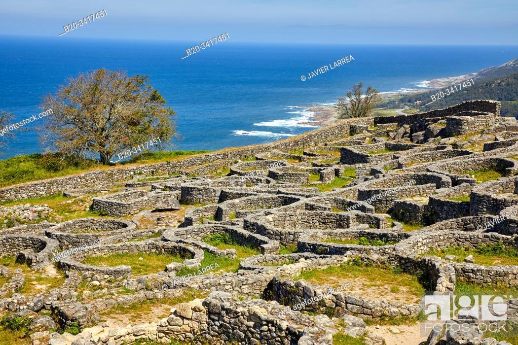 Imagen: Celtic village, Santa Tecla mountain, Castro of Santa Trega, A Guarda, Pontevedra, Galicia, Spain.