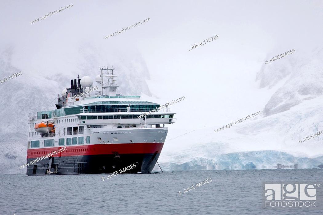 Stock Photo: Cruiser in Raudfjorden, Northwestern part of Spitsbergen, Svalbard, Norway, Europe.