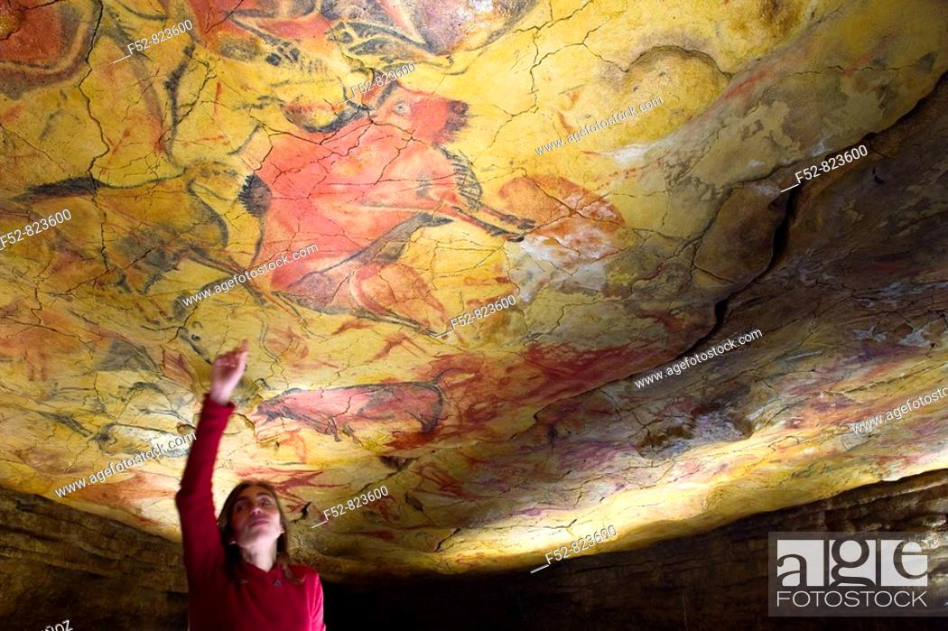 Imagen: Upper Paleolithic cave paintings in the Cave of Altamira replica. Santillana del Mar, Cantabria, Spain.