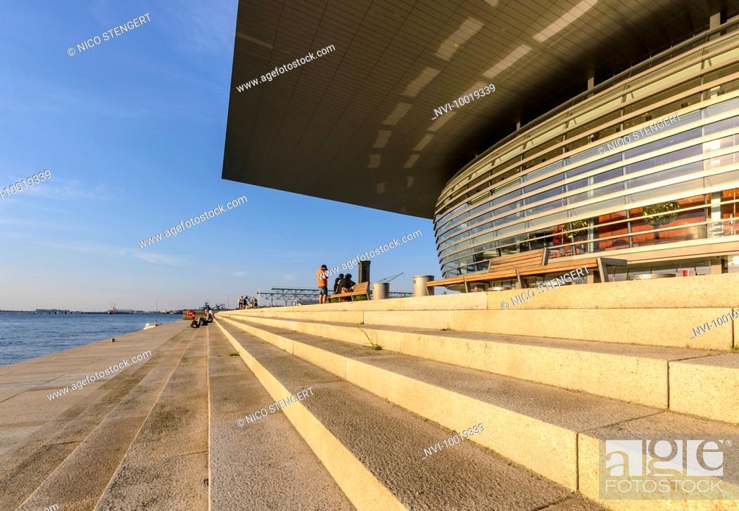 Imagen: Royal Opera House, National Opera at the inner Canal, built by Henning Larsen, Holmen, Copenhagen, Denmark.