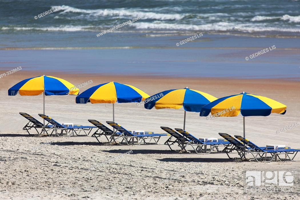 Imagen: parasols row on the beach.