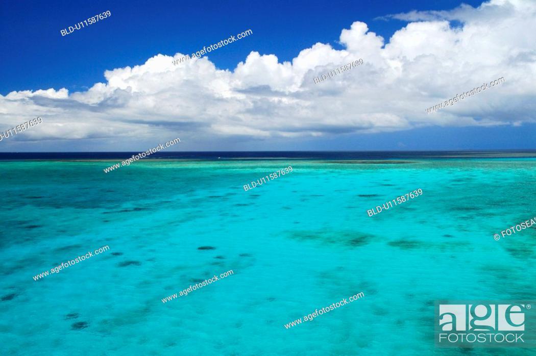 Stock Photo: Sea and cloud.