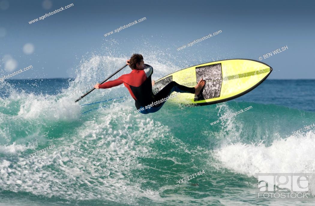 Imagen: Paddle surfing. Tarifa, Cadiz, Costa de la Luz, Andalusia, Spain, Europe.