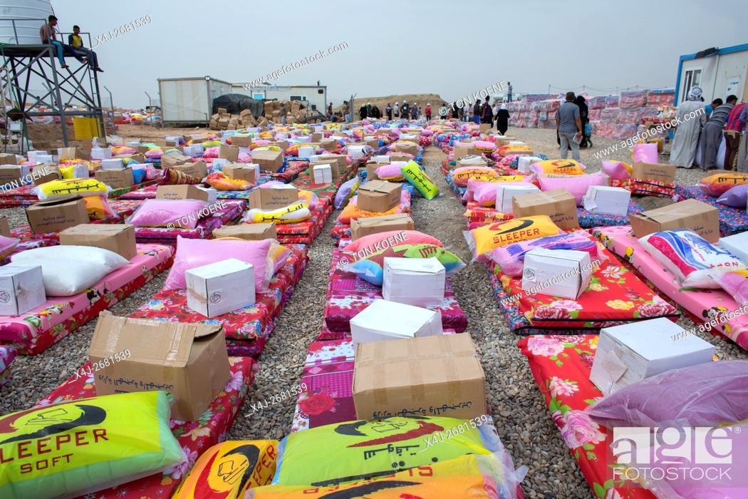 Stock Photo: Non Food item distribution to 8000 Internally displaced Iraqi people in Khanaqin refugee camp, Northern Iraq.